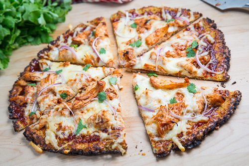 BBQ-Chicken-Pizza-with-Cauliflower-Crust-500-4699
